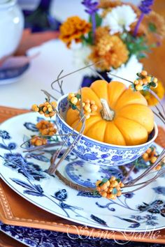 THE MAKING OF A BEAUTIFUL FALL TABLE