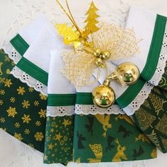 Mary 1, Christmas Sewing, New Years Eve Party, Kitchen Towels, Kitchen Accessories, Christmas Stockings, Patches, Lily, Gift Wrapping