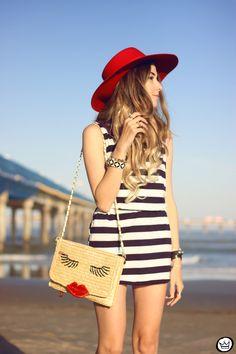 FashionCoolture - 07.08.2015 look du jour stripe dres navy look Carel shoes (2)
