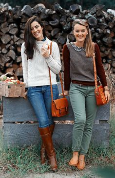 The perfect Fall outfit includes a chunky sweater, jeans and of course... boots! | YES!