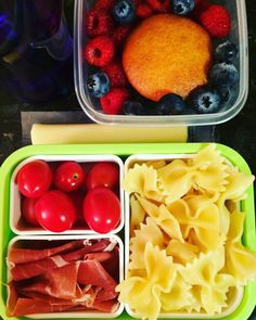 "#Teuko lunchbox: cherry tomatoes, prosciutto, ""butterflies"" pasta, mozzarella cheese stick, raspberries, blueberries, banana yogurt cake, water. By Jessica, www.teuko.com"