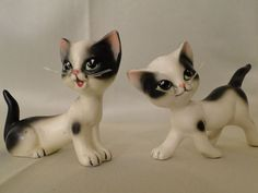 VINTAGE ENESCO Black and White Mischievous Cat Salt and Pepper Shakers / Kitten