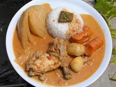 poulet mafé - 1 poulet  - 200 g de pâte d'ararchides (Dakatine ou autre)  - 1kg de légumes au choix, seuls ou mélangés : carottes, pommes de terre, citrouille, aubergines, patates douces, choux, etc.  - 2 oignons  - 2 petites boîtes de concentré de tomates  - 2 gousses d'ail  - 2 piments rouges  - 1 cuillère à café de netatou (épice)  - huile, sel, poivre
