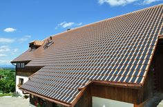 Excellent solar panels shaped like roof tiles tips for 2019 Pv Panels, Photovoltaic Cells, Solar Roof Tiles, Concrete Structure, Solar Installation, Best Solar Panels, Roofing Systems, Flat Roof, Tile Design