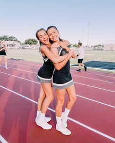 Cheer Picture Poses, Cheer Poses, Cheer Outfits, Cheerleading Outfits, Cheerleading Flyer, Cheerleader Costume, Bffs, Bestfriends, Cheer Team Pictures
