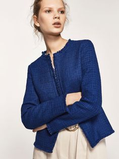 Spring summer 2017 Women´s TEXTURED WEAVE CARDIGAN WITH A FRAYED EDGE DETAIL at Massimo Dutti for 109. Effortless elegance!