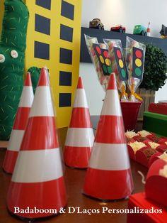 Festa Infantil Carros Disney Festa Hot Wheels, Race Party, Cars Birthday Parties, Girl Dancing, Party Themes, Moana, Motocross, Mexico, Bob