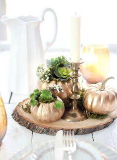 Gild your mini-pumpkins in gold. Beautiful DIY autumn decor. #autumn #diydecor #minipumpkins