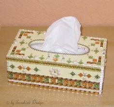 Holz-Tücherbox - Taschentücherbox/Kosmetiktücherbox   mit Acrylfarbe bemalt, lackiert und mit Strasssteinen, Glitzersteinen, Perlmutt-Schmucksteine...