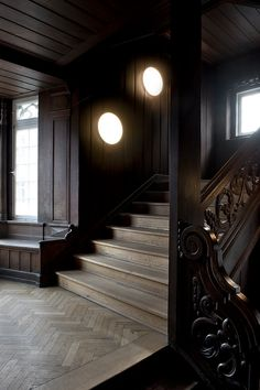 Those stairs and banister are everything! KiBiSi's Silverback, for Louis Poulsen.