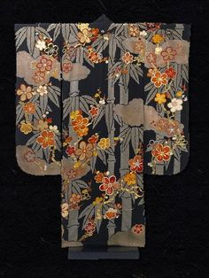 Silk crepe Japanese Kimono, 1910-30. The striking pattern of this kimono reveals the dynamism of Japanese textile design in the early 20th century