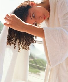 How to dry curly hair to prevent frizz