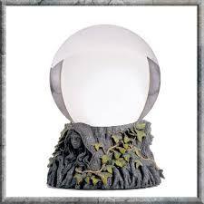 Afbeeldingsresultaat voor glazen bol heks