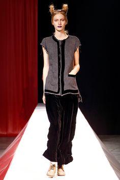 Yohji Yamamoto Spring 2012 Ready-to-Wear - Collection - Gallery - Style.com