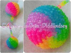 voici une nouvelle création crochet en élastique, pour réaliser cette balle vous avez besoin d'une petite balle en polystyrène de 5 centimètres de diamètre et d'un sachet d'elastique aux 6 couleurs de l'arc-en-ciel.