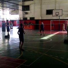Semi final da copa de badminton da 902 organizada pela própria turma.... #semifinal #badminton #educacaofisica #edfisicaescolar #queromaisanoquevem