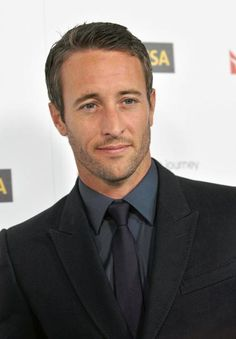 Alex O'Loughlin - I didn't get what everyone was so crazy about when he was on Moonlight. Now that he is on Hawaii Five-O, I completely get it!