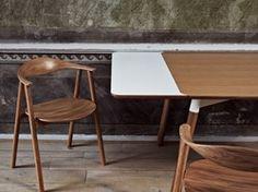 De Tabola-tafel is ontworpen door Kressel & Schelle en is geschikt voor een klein appartement. Het design is urban met een bovenkant van gekleurd laminaat, een metalen frame en stevige houten poten. De tafel is klein - en ruimtebesparend - maar verkrijgbaar met uittrekbladen, zodat er in een kleine keuken of huiskamer ruimte is voor gasten.