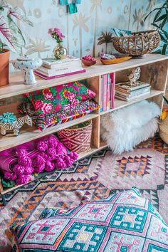colorful home decor, boho decorations, textiles. colorful textiles, decorating with pillows, decorat Bohemian Interior, Bohemian Decor, Bohemian Homes, Sala Grande, Deco Originale, Deco Boheme, Hippie Home Decor, Home And Deco, Eclectic Decor