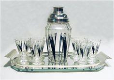 Cocktail Set Bohemian Art Deco Glass Cocktail Set Description: A Bohemian Art Deco glass cocktail set comprising shaker, six glasses and tray Art Deco Period, Art Deco Era, Art Deco Stil, Art Deco Glass, Bohemian Art, Estilo Retro, Vintage Bar, Art Deco Design, Vintage Glassware