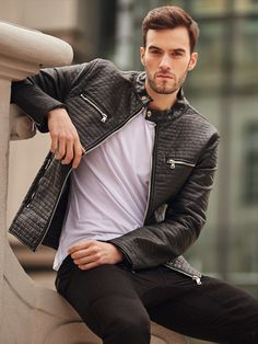 Very masculine and minimalistic styling from the Bolf collection. It consists of a timeless black leather jacket with quiltings and a stand-up collar. There's also a stonewashed pair of jeans and a white plain T-shirt.
