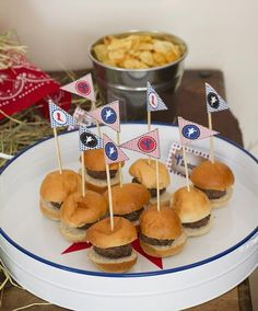 Echt cowboys eten hamburgers - maar dan wel mini :-) *cowboyfeest*