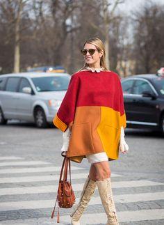poncho femme en couleur rouge et orange avec bottes et jupe