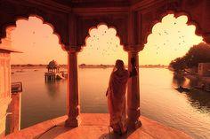 cornersoftheworld:    Gadi Sagar Lake, Jaisalmer (by Michele F.)