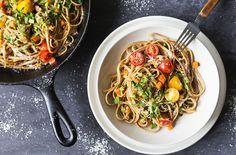 Bolognaise de Porc avec Linguine Fraiches au Blé Entier et Tomates Cerises Linguine, Spaghetti, Ethnic Recipes, Kitchens, Cherry Tomatoes, Pork, Strawberry Fruit, Noodle