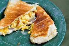 Breakfast sandwich - uses croissants and frozen sausage -  Ashley's Cooking Adventures: August 2010 Breakfast Dishes, Breakfast Recipes, Breakfast Ideas, Pudgy Pie, Pie Iron Recipes, Fire Pit Cooking, Good Food, Yummy Food, Camping Meals