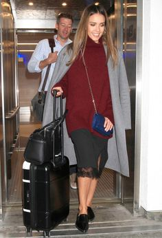 Celebrity-Inspired Outfits to Wear on a Plane - Jessica Alba from InStyle.com