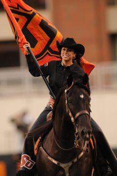 Heeeeeere coooooomes Bullet! Oklahoma State University, Oklahoma State Cowboys, Football Cheerleaders, Cheerleading, Pretty Horses, Beautiful Horses, Go Pokes, Pet Costumes, Cowboy And Cowgirl