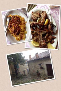 Pasta als Vorspeise und Lamm, in San Leo, Emilia Romagna, Italien