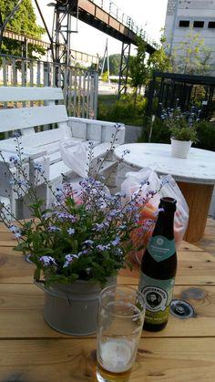 Feierabendbier im Kranbahncafé im Spreepolis am Kranbahnpark im schönen Schöneweide gegenüber dem Stadtplatz am Kaisesteg über die Spree