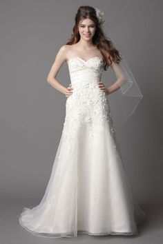 Modern trumpet / mermaid sleeveless organza wedding dress