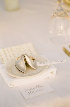 Gold fortune cookie wedding favors // The Complete Guide to Picking the Perfect Wedding Favour - Part 1