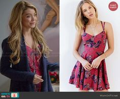 Haley's red floral dress on Modern Family.  Outfit Details: http://wornontv.net/47521/ #ModernFamily