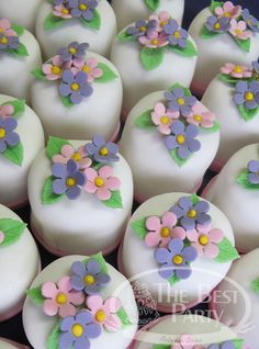 Mini Bolos Individual Wedding Cakes, Birthday Cake, Desserts, Beautiful, Food, Art Cakes, Sweets, Mini Pastries, Tailgate Desserts