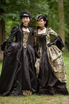 Goth culture takes a lot of cues from the Victorian Era, when big dresses and big, elegant hair were in fashion.Life we love Victorian Goth! Some of our favorite authors, like Edgar Allan Poe (Masque of the Red … Style Steampunk, Steampunk Clothing, Steampunk Fashion, Victorian Fashion, Gothic Fashion, Vintage Fashion, Victorian Gothic, Tudor Fashion, Steampunk Couture