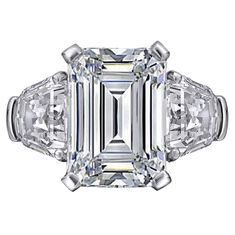 Large Emerald cut Diamond Engagement Ring with Shield cut side Diamonds in…