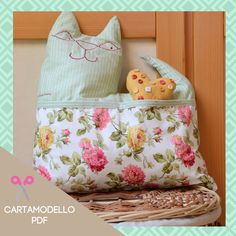 Set cuscino a gatto e sacca porta-giochi Diaper Bag, Bags, Fashion, Handbags, Moda, Fashion Styles, Diaper Bags, Mothers Bag, Fashion Illustrations