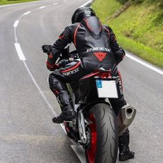 Motorcycle Suit, Racing Motorcycles, Ducati, Motard Sexy, Honda, Bike Leathers, Sportbikes, Lady Biker, Golf Bags