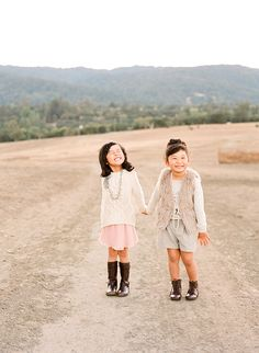 Girls picnic playdate. Photo by Lisa Lefkowitz | 100 Layer Cakelet
