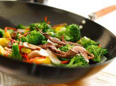 Arroz con carne y verduras al wok