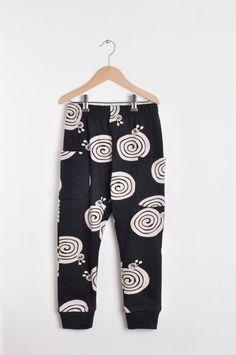 Nadadelazos Οργανικό παντελόνι - Black Snails Barcelona, Lederhosen, Hoodies, Sweatshirts, Black Pants, Tights, Pajama Pants, Dressing, Sweatpants