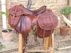 http://atelierpravins.fr/img-crea-atelier-pravins/bagagerie-equitation/sacoche-cheval/sacoche-selle-cheval-03.jpg
