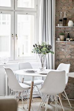 Decoración apartamentos pequeños: cocina integrada y detalles en ladrillo visto 7