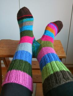 Wool Socks, Knitting Projects, Handmade, Outfits, Crocheting, Sink Tops, Wool, Knitting Socks, Gloves