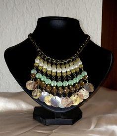 collar conchas: Mi nombre es María, soy de Uruguay y la marca que he creado se llama MAIA bisutería artesanal. Siempre me gustaron mucho las manualidades y el diseño,