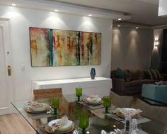 Resultado de imagem para salas com quadros grandes na parede